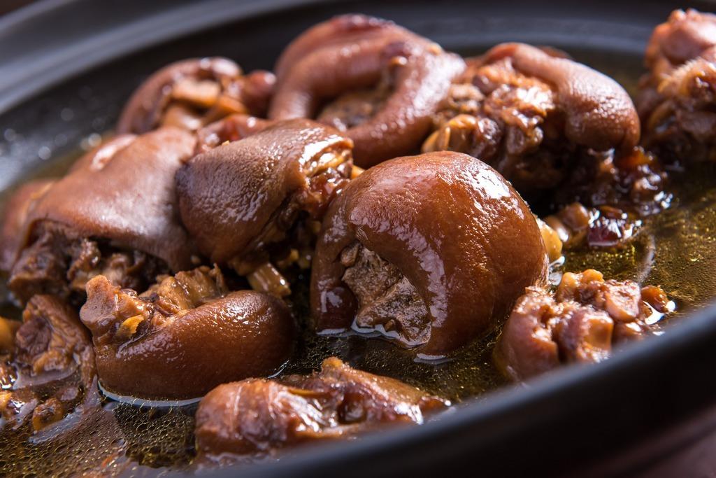 杜仲豬腳麵線-美味中藥豬腳|跟著董事長吃好吃